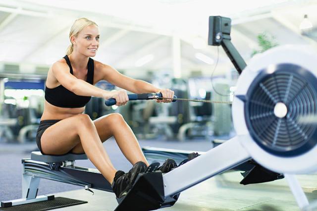 53a0df951d332_-_cos-01-woman-rowing-de